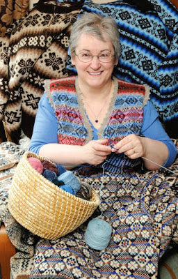 Knit along with world's fastest knitter!