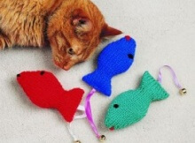 knit fish cat toy