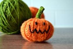 knit halloween pumpkin