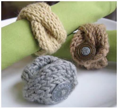 Free Classic Knit Cable Napkin Holder Pattern