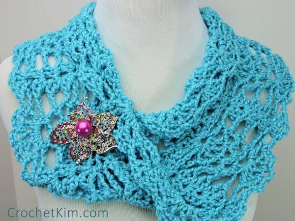 Free Peacock Cowl Crochet Pattern