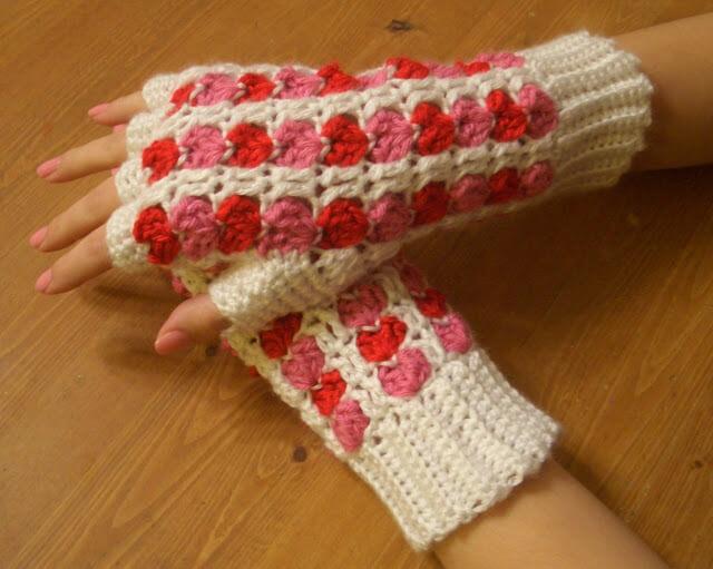 Free Crochet Hearts Gloves