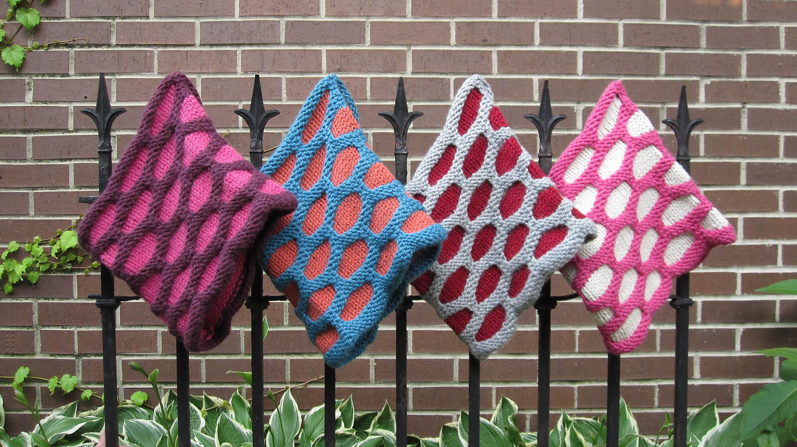Free Knit Honeycomb cowl pattern