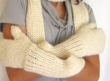 Free Knit Mittenscarf pattern