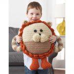Crochet this huggable lion pillow pal