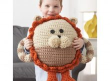 Crochet this huggable lion pillow pal